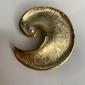 Vintage Swirl Brooch Pin Gold Plated With Pearl